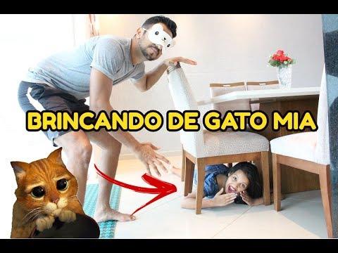 BRINCANDO DE GATO MIA DENTRO DE CASA - DIÁRIO DAS GÊMEAS