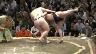 お客さんは喜ぶけど膝大丈夫かい・・・ sumo baruto Tochinoshin.