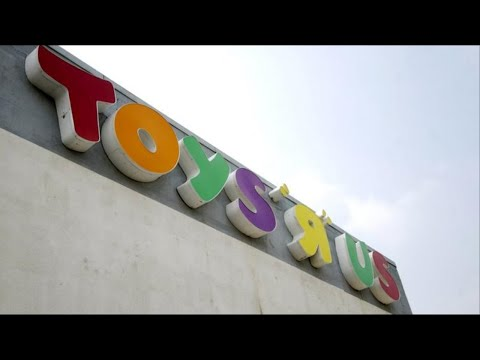 Toys 'R' Us looks to restructure massive debt load, considers bankruptcy