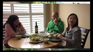 Vợ Việt Chồng Tây ăn mừng kênh có quảng cáo với gỏi tôm hùm bạch tuộc // Cuộc Sống Canada