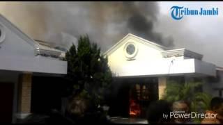 Video Api Membakar Rumah Mewah di Mayang download MP3, 3GP, MP4, WEBM, AVI, FLV Desember 2017