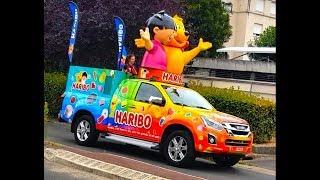 CADEAUX surprise du Tour de France !!! - La caravane HARIBO est passée devant notre maison !