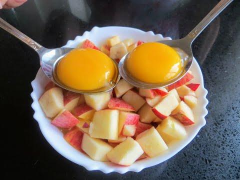 Стоит только добавить яблоки и желтки в тесто и получилось сдобное тесто без сдобы