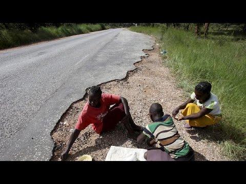 Zimbabwe El Nino: Parents leave children in drought hit area