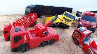 brincando com os caminhão fazendo resgate do de caminhão de boi