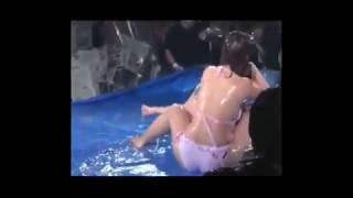 【放送事故】美女達がおっぱいポロリ!!水着でローションプロレス!がす...
