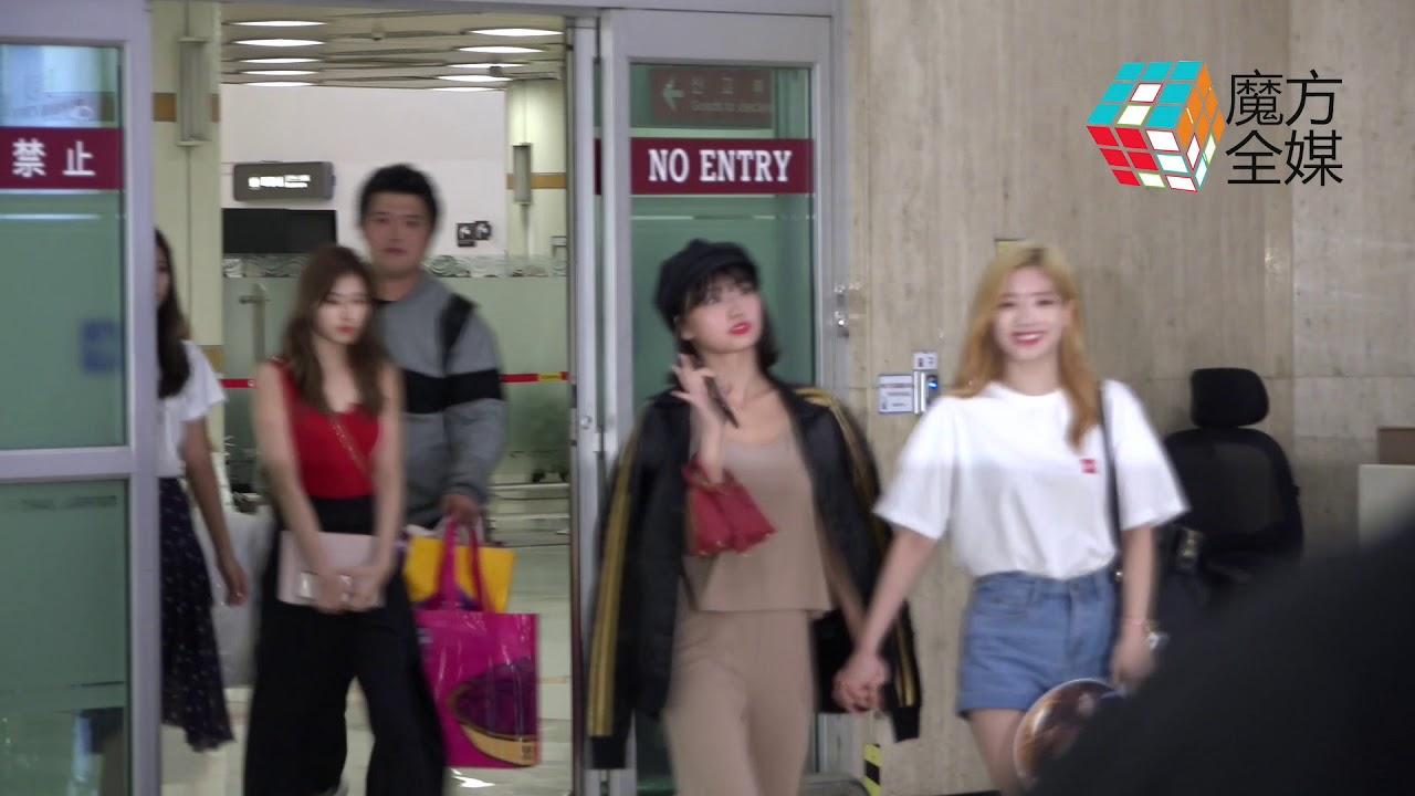 2018-06-12 TWICE結束日本行程深夜返韓 大批粉絲前來接機 - YouTube