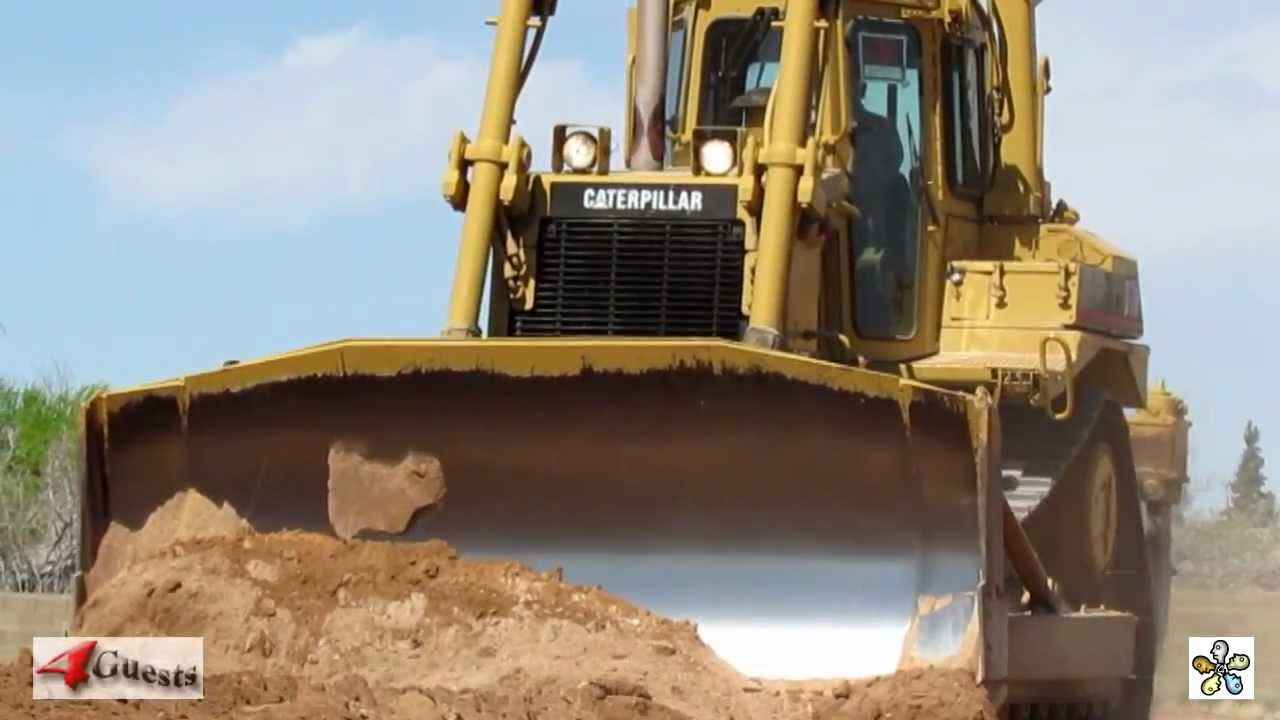 CAT D7H DOZER MOVING DIRT