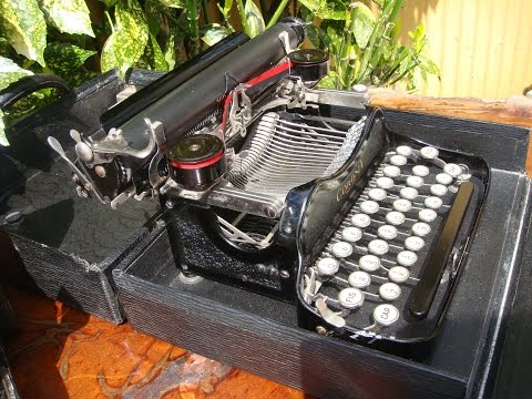 1930 VINTAGE ANTIQUE  CORONA PORTABLE  TYPEWRITER &  FOLDING CAMERA SEE VIDEO