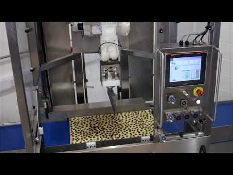 In-tray ultrasonic cake cutting machine
