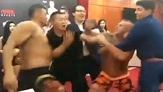 美国选手激怒中国勇士,台下大打出手,结果被连续重拳暴打KO了