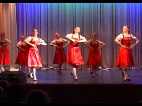 у танцовщиц русских танцев упсы