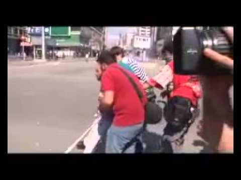 Engelli Eylemci TOMA'ya Kafa Tutuyor!