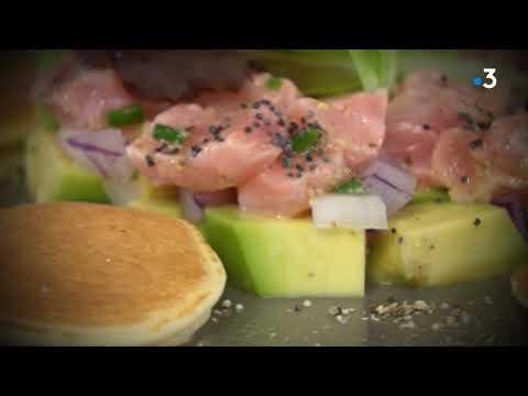 recette-pour-noêl-:-tartare-de-saumon-à-l'avocat-et-blinis