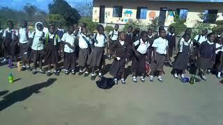 Michezo na nyimbo huwajengea watoto ali ya kupenda shule