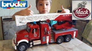 BRUDER - Пожарная машина MACK. Модель 1:16.