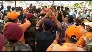 ताजनगरी आगरा में कयामत, 100 फीट गहरे बोरवेल में गिरा मासूम, घंटों बाद आर्मी ने सकुशल निकाला
