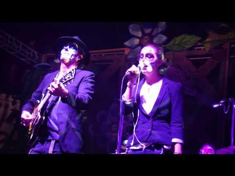 Saul Hernandez ft. Zoey @ Hollywood Forever - Debajo De Tu Piel 11.02.13