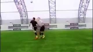 Футбол, нереальный дриблинг, читаки просто