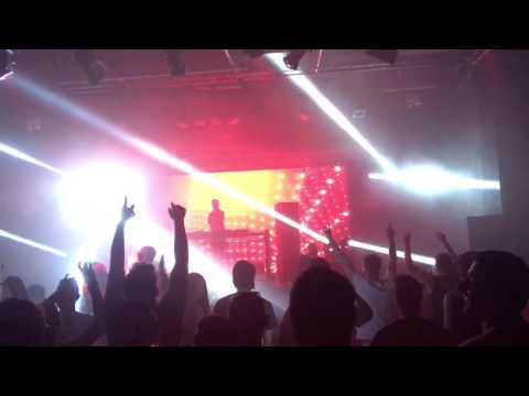 SHUGZ live playing Scott Project - W5 (Waiting For) New Years Eve 2017 Sydney Metro