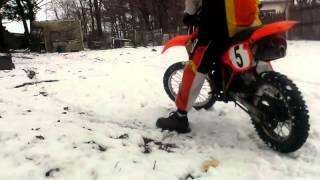 honda cr 80  dirt bike  shreds snow