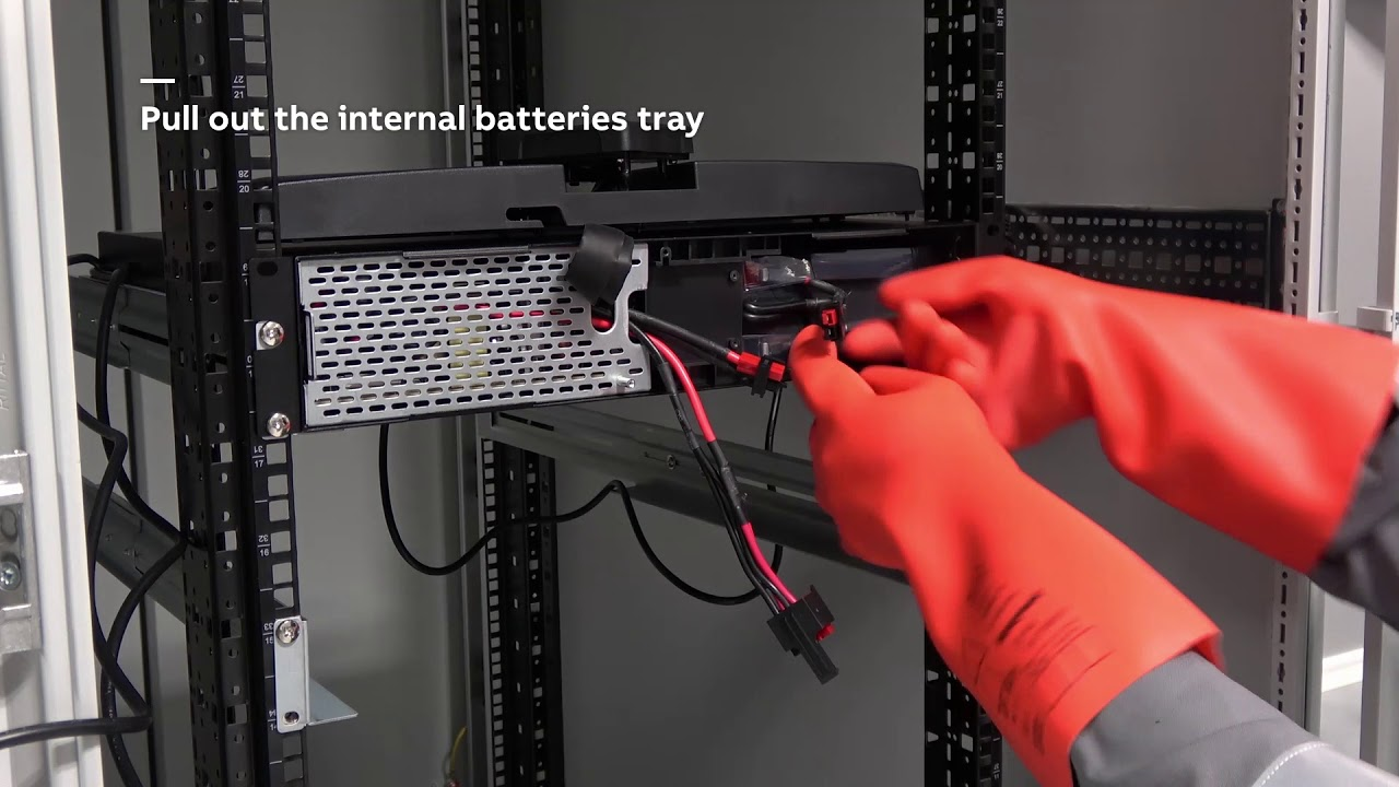 Hot-swapping the PowerValue 11RT internal batteries