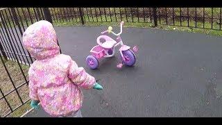 Детское видео для детей. Дети играют на детской площадке. / Видео