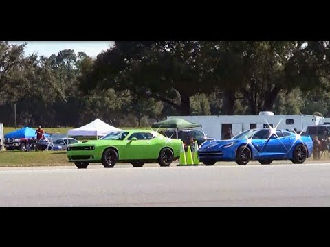 Dodge Challenger Hellcat Vs Chevrolet Corvette Stingray 1 2 Mile Drag Race