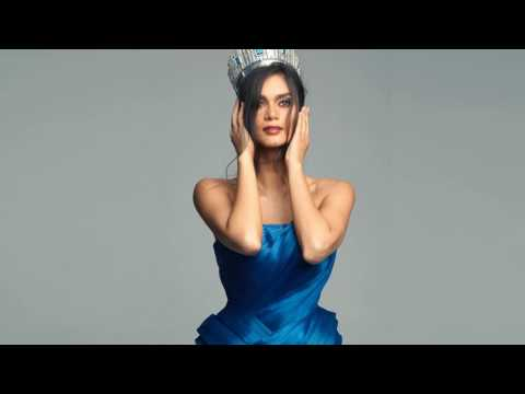 Pia Wurtzbach signs contract with IMG