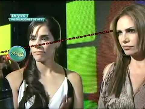 Gianella Neyra y Magaly Medina: miradas que matan 01/12/2011