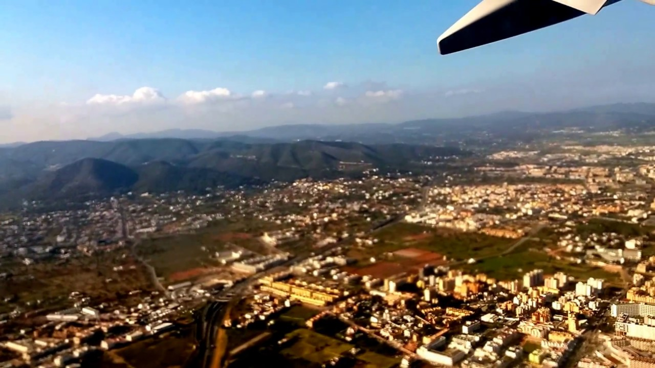 Airport 🇪🇦 (Spain) take off with Ryanair & top