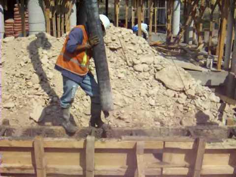 Colado de un muro de contenci n de concreto armado 01 for Muro de concreto armado