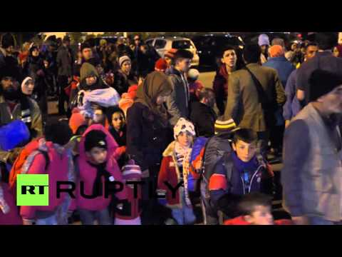 Greece: Hundreds of refugees arrive at Athens' Piraeus port