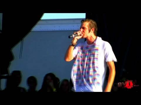 """3OH!3 - """"Punkbitch"""" (Featuring John'O from The Maine!) Live in HD! at Warped Tour '09"""