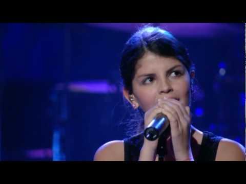 Nikki Yanofsky Sings