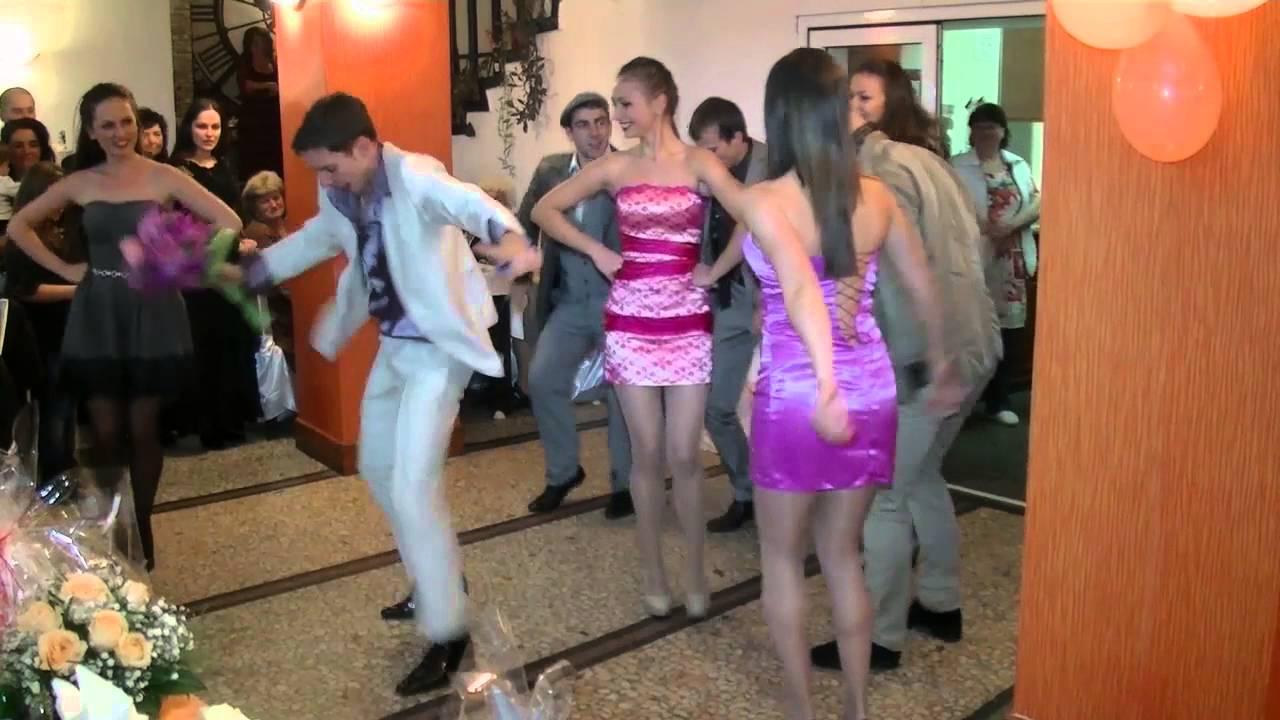 Танцът на тези български абитуриенти събра почти 2 милиона прегледа в интернет!