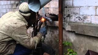 Приварка отвода электродом электродуговой сваркой. glavmex.ru(, 2013-10-18T18:57:25.000Z)