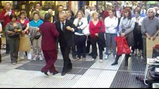 Танго на улице(Аргентина) октябрь 2010 www.euro-arenda.ru