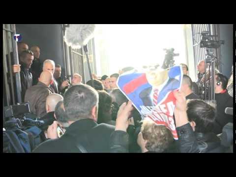 Vojislav Šešelj stigao u Zemun u sedište SRS-a