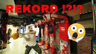 mit HAMMER auf den Boxautomat geprügelt