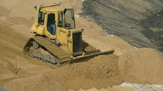 cat d4h lgp spreading sand part 2