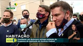 Jair Bolsonaro conversa com a imprensa em Bagé (RS)