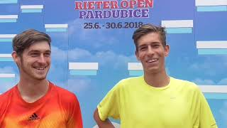 Lukáš Vejvara a Antonín Štěpánek po vítězství v 1. kole deblu Rieter Open Pardubice 2018