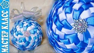 Bolas de natal feitas de fita com muita classe