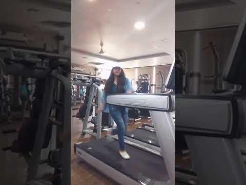 babli cute girl dance on treadmill   meri mummy nu pasand   sonam pahwa