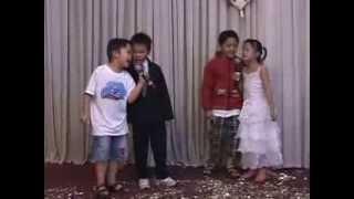 Các bé hát bài Vua Jesus, Bình đệm đàn