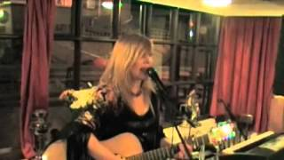 Sarah Barry Williams (everything's perfect live version)