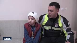 Polis amcam üşüyor diye ağlayan çocuğu bir yıl sonra buldu!