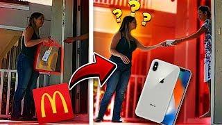 DEMOS um IPHONE X de GORJETA para o ENTREGADOR?!!