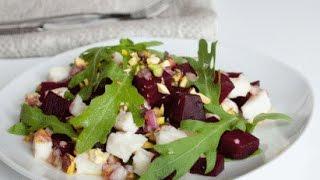 Свекольный салат с козьим сыром и орешками